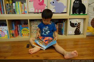 ●適合1-3歲硬頁書●Leslie Patricelli繪本Hop!Hop! ,還有Little Lion Shares