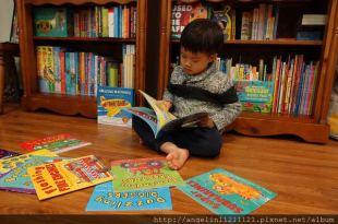 適合2歲後書單●Amazing Machines神奇交通工具書●幼兒陪聽英文CD經驗分享