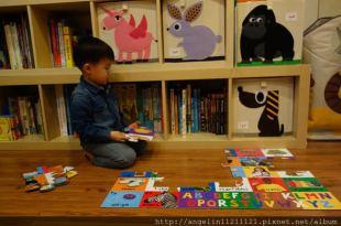 適合1-3歲的ABC硬頁書盒●ABC Jigsaw+book●20片地板拼圖+硬頁書
