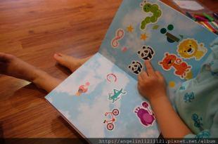 [同大爺書報] 引導孩子自主思考●Pantone Sticker Book●創意十足的貼紙書