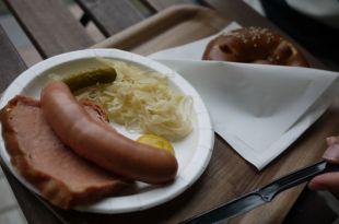 [食記]中和yellowwhite黃白小屋.德國小吃-道地德國香腸好好味