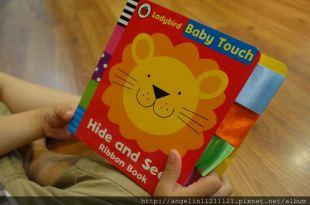 適合0-3歲的硬頁書單●Baby Touch躲貓貓標籤書●小人好愛的工程車晚安音效書