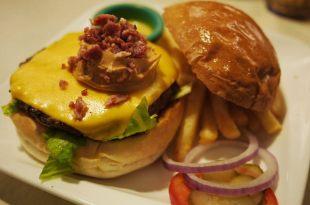 [食記]Bravo Burger發福廚房之好大一個漢堡魂