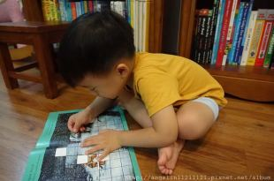 ●The Gruffalo's Child BIG Activity Book●古肥玀大遊戲書~有貼紙,桌遊,找找書…