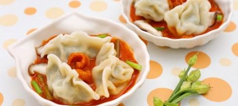 用最少的時間準備好溫飽的一餐,不藏撇步廚房食譜「韓風韭香辣拌水餃」「鮮蝦玉米滑蛋水餃」