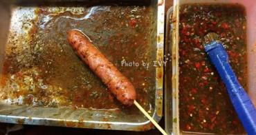 【新北烏來區】一根香腸一天內竟可以賣1000多支,多汁又香嫩的山豬肉香腸是烏來老街特有的小吃    雅各山豬肉香腸
