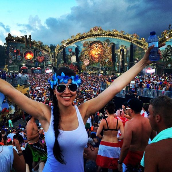 Cute Smile Girl Hd Wallpaper Ladies Of Tomorrowland 2014 44 Pics Picture 24