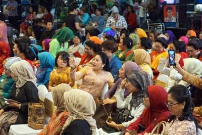Cultural movement seeks Indonesian women to wear, preserve ...