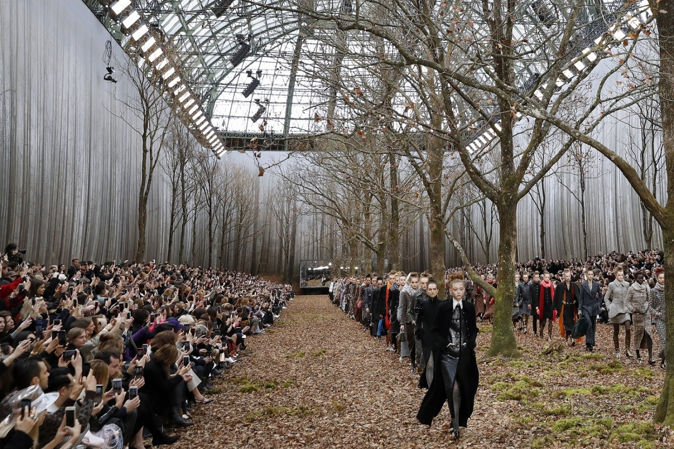 Decorateurs Paris Chanel Attacked For Felling Trees For Paris Fashion Show
