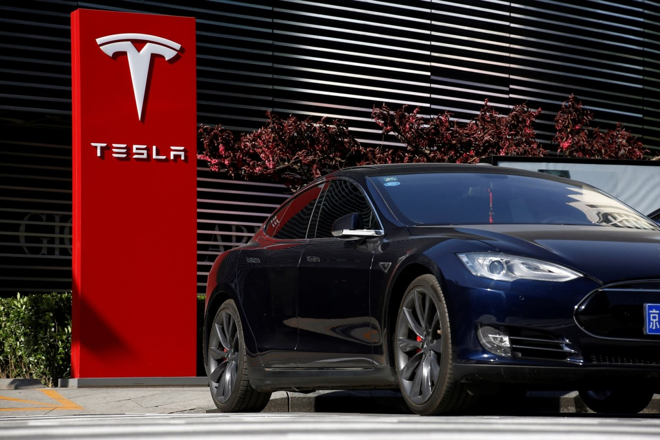 Musk Tesla The Tesla Will Make 500 000 Cars This Year Musk Says Business The