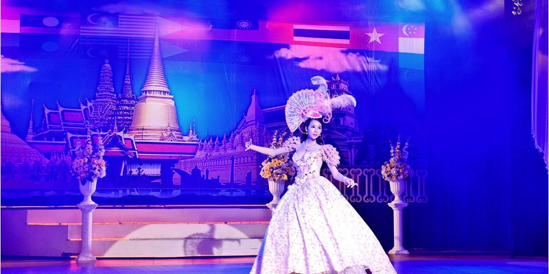 2017泰國曼谷旅遊/自由行 | 曼谷金東尼人妖秀Golden Dome Cabaret Show。是男是女傻傻分不清楚。人妖也太美,小心你的心別被勾走了。