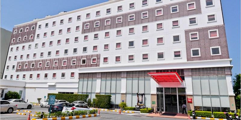 2017泰國芭達雅住宿 | ibis Pattaya Hotel 宜必思芭達雅飯店-離芭達雅市中心近,步行到海灘只需5分鐘,斜對面有好逛好買的Big C、餐廳及酒吧,地理位置相當的方便。