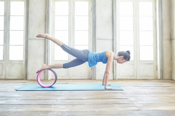 <運動>在家也能做的瑜伽運動&伸展分享!Rebe