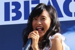 小島瑠璃子、イジリー岡田と高速ベロ対決!「みなさんの心に焼き付けてください」