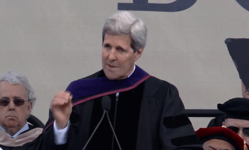 """「グローバルな課題に苦悩しろ」ジョン・ケリー米国務長官が説いた""""卒業することの責任"""""""