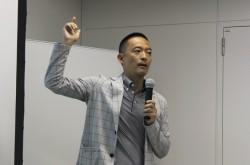 「駅での挨拶は5秒広告」初選挙で1位当選した長谷部健氏のプロデューサー的思考