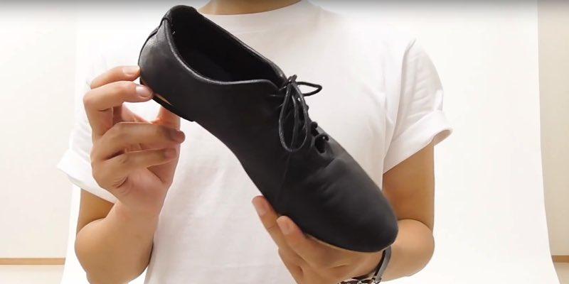 「あの人いつもスニーカーだよね」って思われないための、革靴選びのコツ