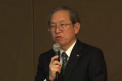 東芝・綱川社長、1兆円損失も自身の進退は明確にせず