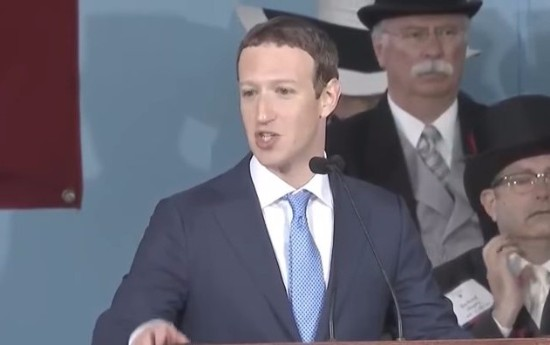 ザッカーバーグが世界を変える「3つの方法」を熱弁 母校ハーバードで次世代へエールを贈る