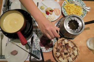 【女孩瑞士小旅行】瑞士必吃當地美食:起司鍋Cheese Fondue & 中國式火鍋Chinois Fondue