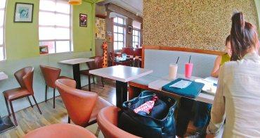 捷運士林站美食   看電車咖啡館 喝酒小酌 下午茶 免費Wi-Fi上網 插座 無限時