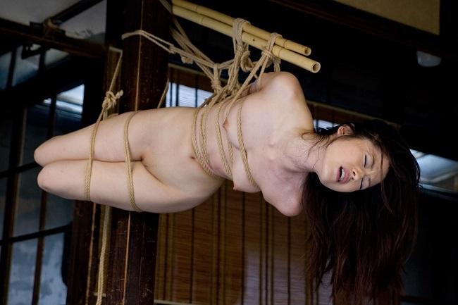 【ヌード画像】縛られた女たちに感じるサディズムな欲望 36