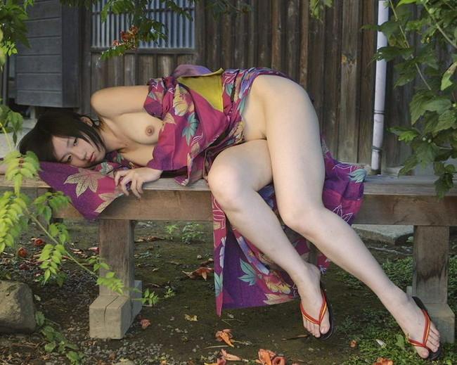 【ヌード画像】浴衣美女の半裸姿がぐうしこw(31枚) 03