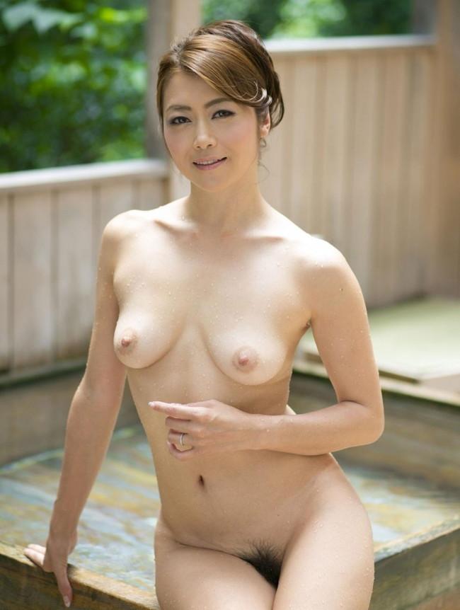 【ヌード画像】美熟女セクシー女優、北条麻妃の妖艶な裸体(30枚) 04
