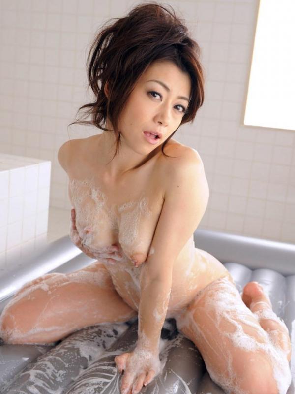 【ヌード画像】美熟女セクシー女優、北条麻妃の妖艶な裸体(30枚) 22