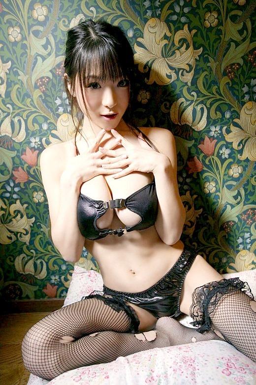 【ヌード画像】巨乳下着美女のセミヌードが裸よりそそるw(33枚) 25