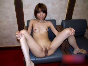 【ヌード画像】裸で椅子に座った美女が妙にそそるw(30枚) 15