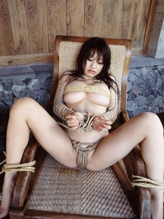 【ヌード画像】裸で椅子に座った美女が妙にそそるw(30枚) 26