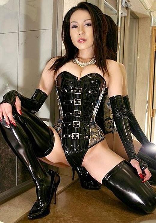【ヌード画像】女王様ファッションの美女に罵ってもらいたいw(30枚) 18