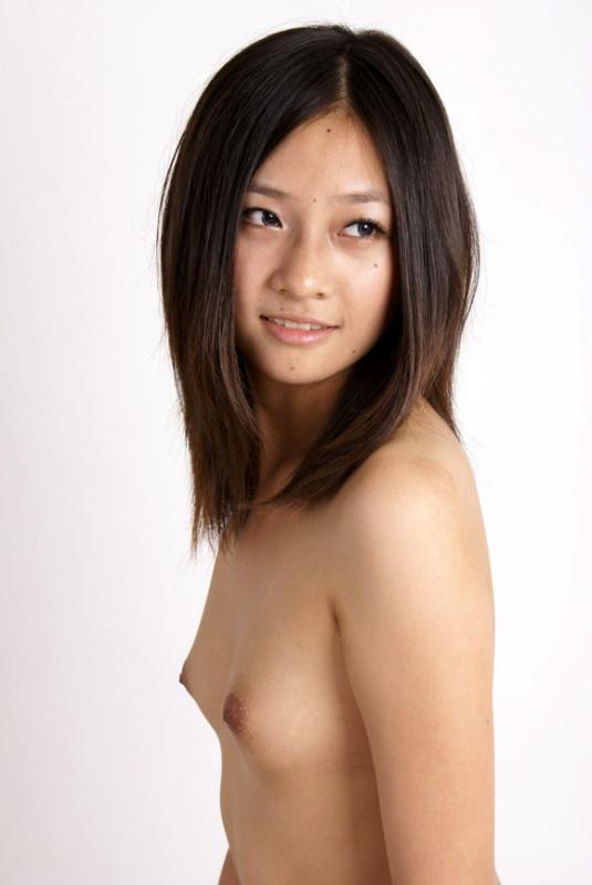 【ヌード画像】微乳で美乳なおっぱいを堪能したいw(31枚) 03