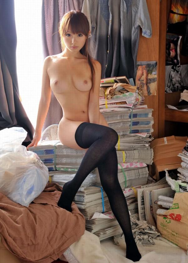 【ヌード画像】裸ニーソの美少女たちに股間を踏まれたいw(32枚) 13