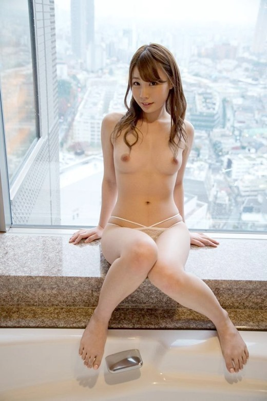 【ヌード画像】長谷川るいの色白美肌が魅力なスレンダーヌード画像(31枚) 20