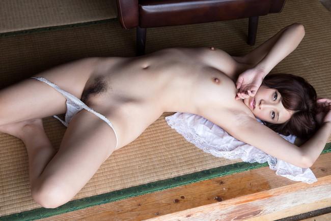【ヌード画像】きみの歩美の色白ボディなセクシーヌード画像(32枚) 12