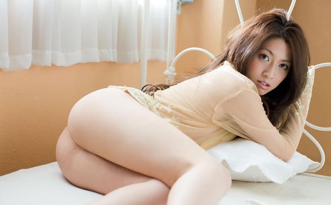 【ヌード画像】誘惑しているようなセクシーポーズが抜けすぎるw(32枚) 01