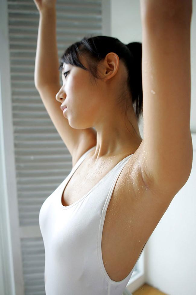 【ヌード画像】フル勃起確実w下着姿や水着姿で腋を見せる女の子w(32枚) 32