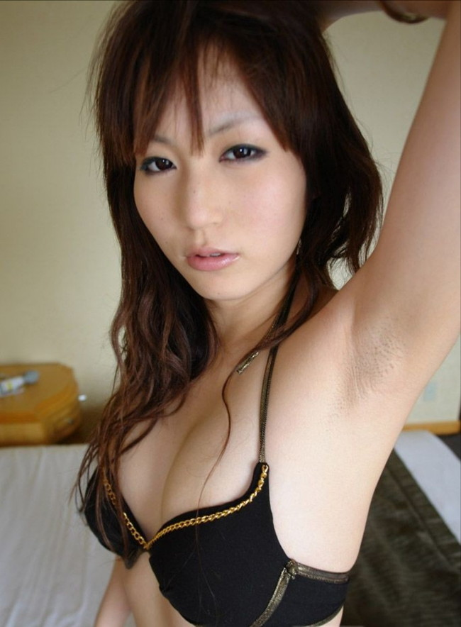 【ヌード画像】フル勃起確実w下着姿や水着姿で腋を見せる女の子w(32枚) 16