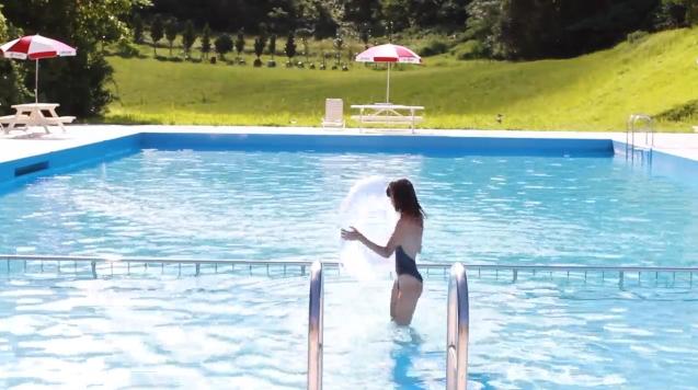 【ヌード画像】水着で遊ぶ女の子が可愛いw(33枚) 16