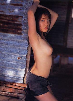 【ヌード画像】上半身裸の美少女wおっぱいの良さが再確認できるw(30枚) 08