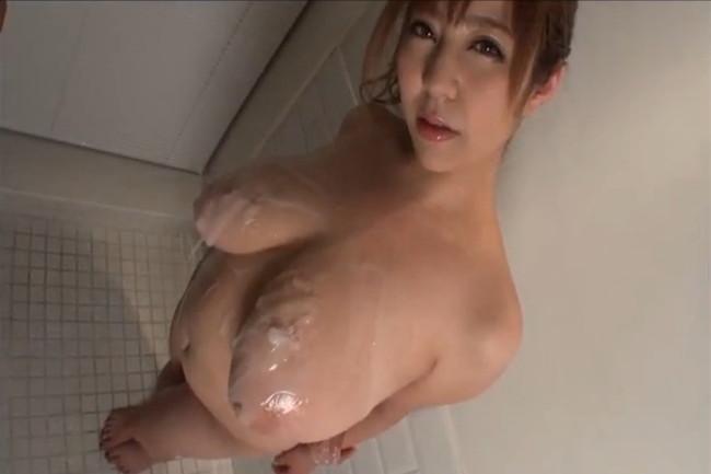 【ヌード画像】新山らんのKカップ110cmの超乳がインパクトありすぎw(35枚) 24