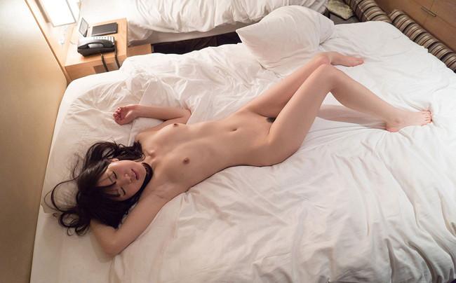 【ヌード画像】生乳を見せる美少女たちがエロいw(30枚) 27