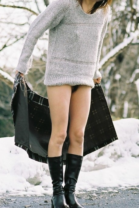 【ヌード画像】雪の上で素肌をさらす露出美女w(30枚) 07
