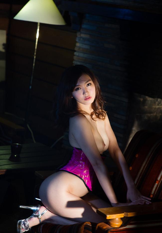 【ヌード画像】コルセット美女たちのエロ姿がぐうしこw(30枚) 18