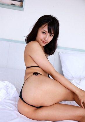 【ヌード画像】青山ローラの下着姿や水着姿がエロカワイイw(31枚) 28