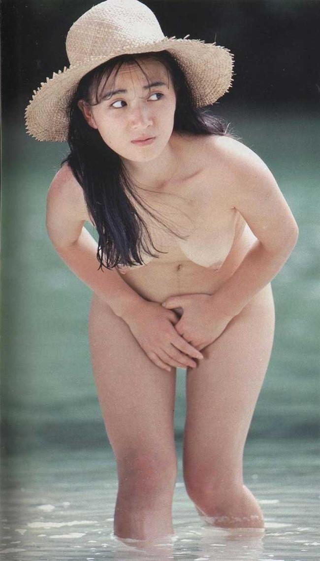 【ヌード画像】エロいヌードは恥じらいがあってナンボ!手で隠してチラ見せしたりはにかんだりと超エロい画像集(50枚) 16