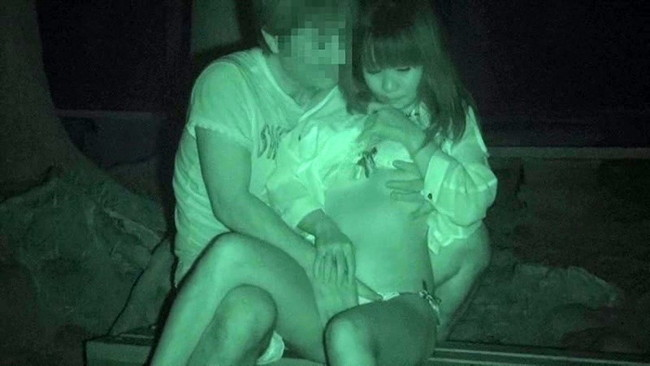 【ヌード画像】公園での素人SEXを赤外線盗撮した画像集!盗撮されようが蚊に刺されようがとにかくSEX!ww(50枚) 18