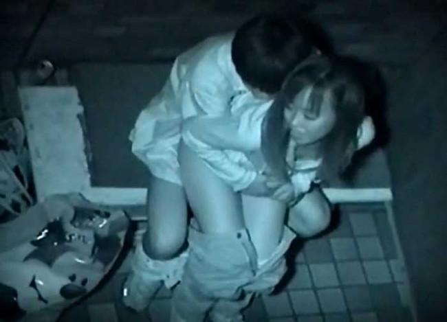【ヌード画像】公園での素人SEXを赤外線盗撮した画像集!盗撮されようが蚊に刺されようがとにかくSEX!ww(50枚) 24